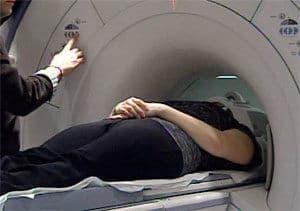 Большая часть пациентов не ощущают никакого дискомфорта внутри аппарата МРТ.